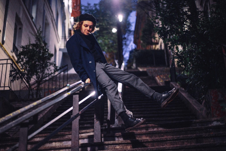 Ian Caulfield - photo sur un escalier